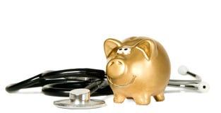 Стетоскоп медицины с золотистым деньг-box Стоковые Фотографии RF