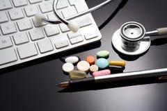 Стетоскоп на клавиатуре medicament Стоковое Фото