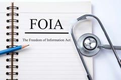 Стетоскоп на тетради и карандаше с FOIA свобода Inf стоковые изображения rf