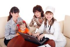 стетоскоп семьи доктора стоковое фото