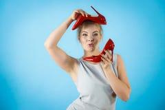 Стилизатор моды представляя высокие пятки Стоковые Изображения RF
