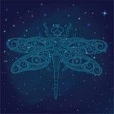 Стилизованный dragonfly фантазии с человеческими глазами на своих крылах на сияющем галактическом космосе, накаляя звезда освещае Стоковое Изображение