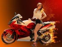 Стильная девушка на современном красном мотоцикле стоковая фотография rf
