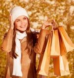 Стильная женщина с мешками покупкы Стоковые Фото