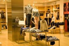 Стильная одежда человека и женщины стоковая фотография rf