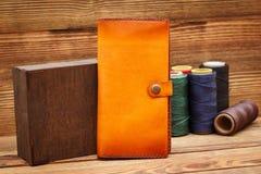 Стильные кожаные бумажники стоковые фото