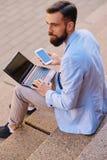 Стильный бородатый мужчина стоковая фотография