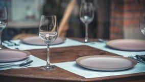 Стильный набор обеденного стола Kitchenware стоковая фотография rf