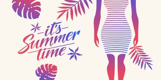 Стильный плакат лета с тропическими листьями и силуэтом девушки Помечать буквами свое временя Стоковые Изображения