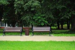 2 стильных стенда в старом парке Стоковое фото RF