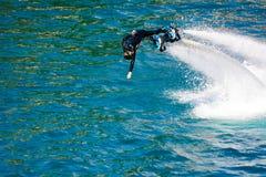 Стиль дельфина во время выставки flyboard Стоковое Фото