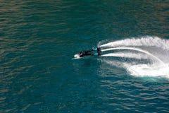 Стиль дельфина во время выставки flyboard Стоковая Фотография