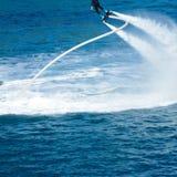 Стиль дельфина во время выставки flyboard Стоковые Фото