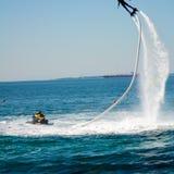 Стиль дельфина во время выставки flyboard Стоковое фото RF