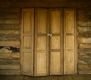 Стиль деревянной двери старый тайский Стоковые Фото