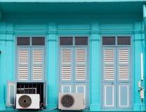 Стиль красивого старого окна китайско-португальский в Пхукете, Таиланде стоковые изображения rf