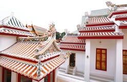 Стиль крыши цвета древнего храма старый китайский Multi в виске Таиланда Стоковое Изображение