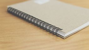 Стиль листа тетради или бумаги примечания ретро на таблице Стоковое Фото