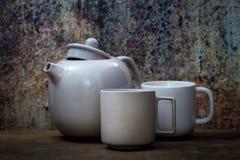 Стиль натюрморта керамических чашки и бака Стоковые Фотографии RF