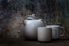 Стиль натюрморта керамических чашки и бака Стоковое Фото
