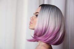 Стиль причёсок краткости bob Ombre Красивая женщина расцветки волос ультрамодно стоковое фото rf
