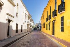 Стиль старой улицы колониальный в Cartagena, Колумбии Стоковая Фотография
