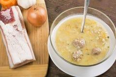 Стиль страны супа с кнелью стоковые фото