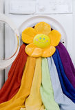Стиральная машина, игрушка и красочная прачечная, который нужно помыть Стоковая Фотография