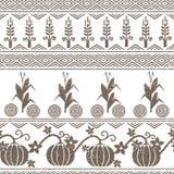 Стилизованная безшовная предпосылка с пшеницей, мозолью, тыквами, и символами индейцев коренного американца Стоковое фото RF