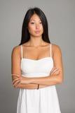 Стильная азиатская молодая женщина Стоковые Фотографии RF