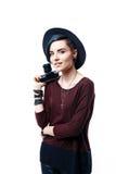 Стильная девушка в шляпе с камерой фильма Стоковые Фото