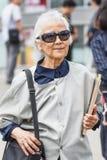 Стильная одетая старуха, Пекин, Китай Стоковые Фото