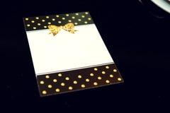Стильная роскошь украсила пустое приглашение или меню на golde Стоковые Изображения