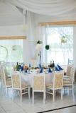Стильная роскошь украсила таблицу для гостей для свадьбы в r стоковые изображения rf