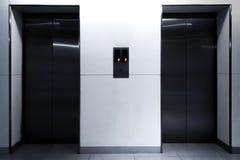 Стильные смотря двери лифта Стоковая Фотография