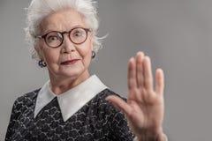 Стильные стекла взрослой женщины нося стоковое фото rf