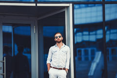 Стильный красивый человек в рубашке Стоковое Изображение