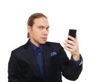 Стильный человек в костюме при изолированный мобильный телефон Стоковое фото RF