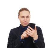 Стильный человек в костюме при изолированный мобильный телефон Стоковые Изображения RF