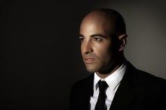 Стильный человек в черном костюме Стоковое Изображение