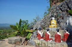 Стиль Бирмы статуи изображения Будды на монастыре Ya животиков Tai Стоковые Фотографии RF