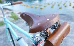 Стиль велосипеда ретро с кожаным местом Стоковые Изображения