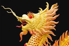 Стиль золотого дракона китайский на черном искусстве предпосылки Стоковое Изображение