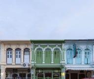 Стиль красивого старого окна китайско-португальский в Пхукете, Таиланде стоковое изображение