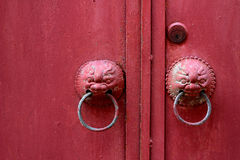 Стиль красной двери китайский стоковые фото