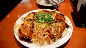 Стиль Okonomiyaki Хиросимы видеоматериал