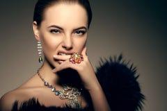 Стиль Po моды высокой моды женщины красоты девушки модели высокой моды стоковое изображение rf