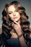Стиль Po моды высокой моды женщины красоты девушки модели высокой моды стоковая фотография