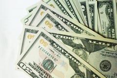 Стога бумажных долларов США на белой предпосылке Стоковое Изображение