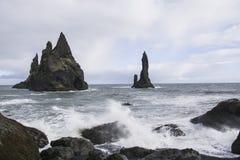 Стога моря базальта Reynisdrangar, Исландия Стоковая Фотография
